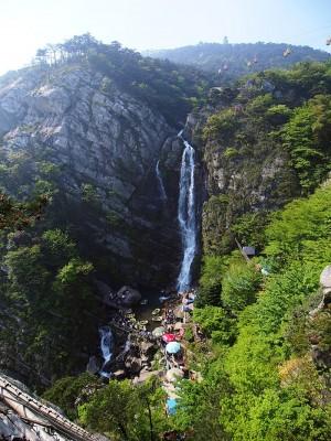 W15-180402 - 800px-大口瀑布_-_Dakou_Waterfall_-_2016.04_-_panoramio (1)